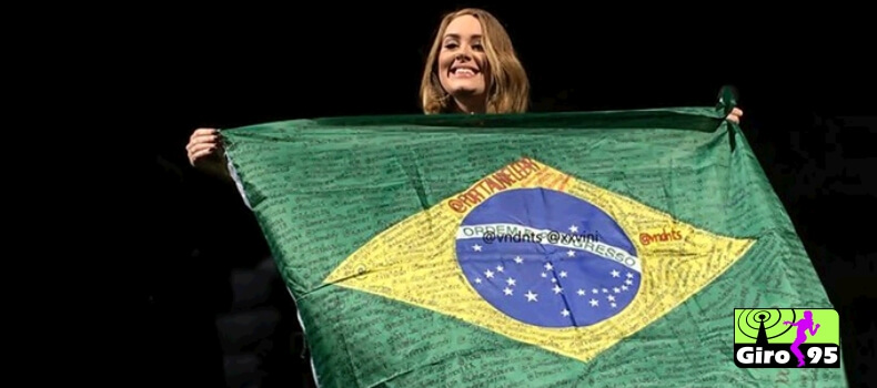 Adele manda recado para fãs brasileiros em show na Irlanda