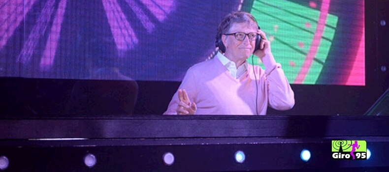 Confira o video do Bill Gates mostrando seu talento como DJ em programa de TV