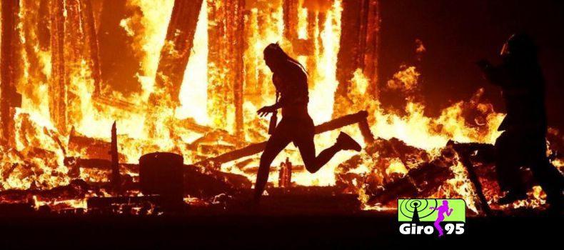 Homem morre depois de se atirar contra o fogo em festival