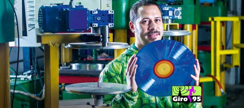 Inaugura nova fábrica de discos de vinil em São Paulo