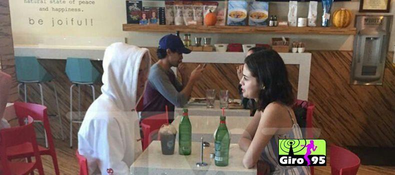 Justin Bieber e Selena Gomez são flagrados juntos em Los Angeles