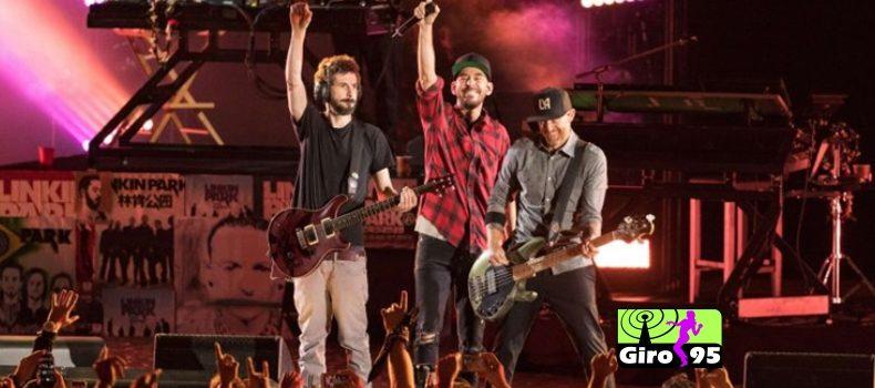 Linkin Park faz show em homenagem a Chester Bennington
