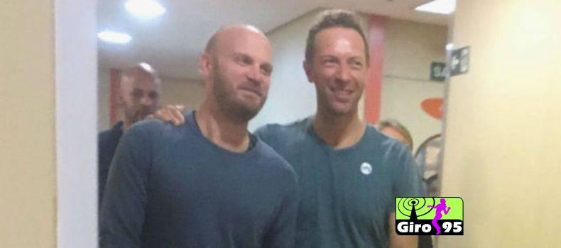 Coldplay canta para pacientes em hospital de São Paulo