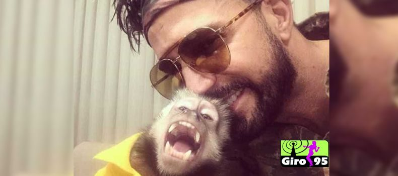 """Latino lamenta a morte de seu macaco Twelves: """" É o dia mais infeliz da minha vida """""""