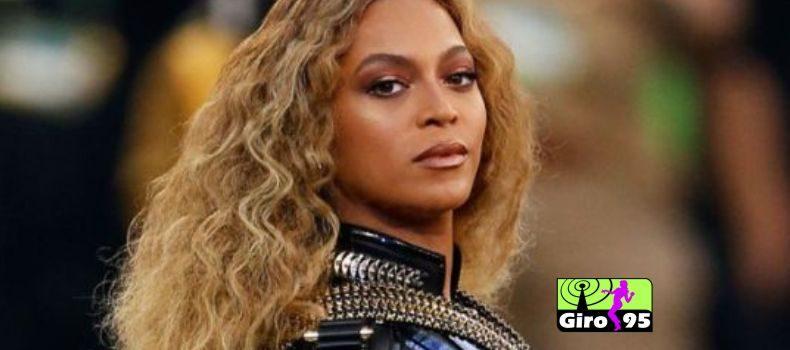 Beyoncé doa 100 mil dólares em bolsas de estudo à universidades dos EUA