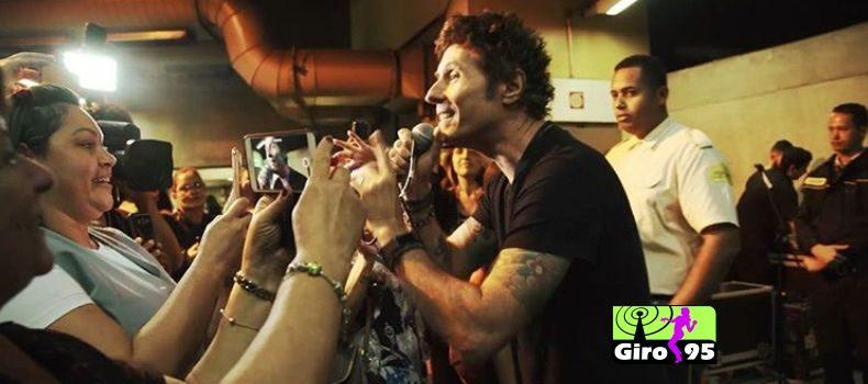 No metrô em São Paulo Capital Inicial surpreende fãs com show ao vivo