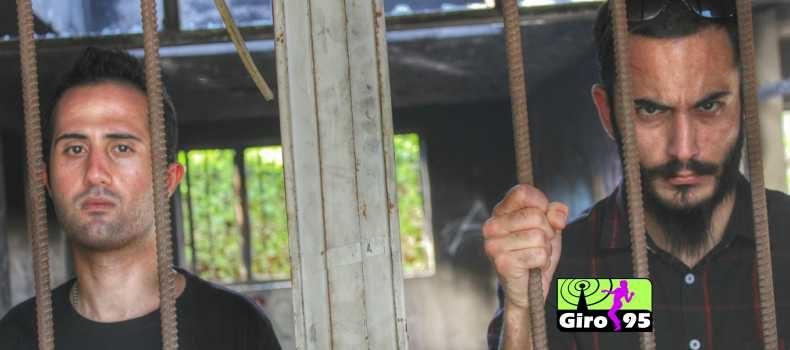 Dupla iraniana é condenada a 14 anos de prisão e 74 chibatadas por tocar heavy metal
